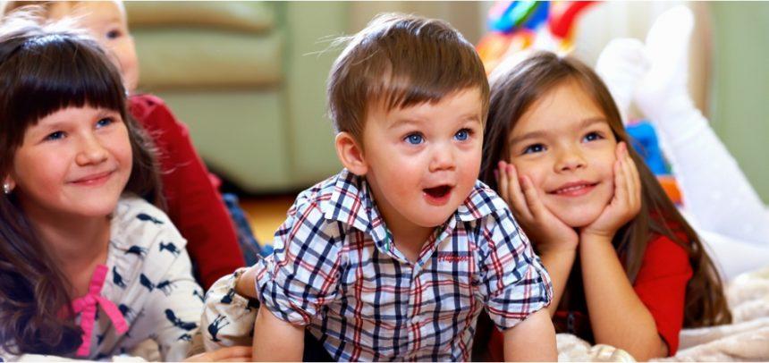 Será que existe um tempo certo de quanto as crianças devem passar em frente as telas?
