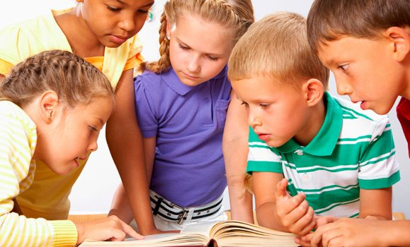 Ler para crianças com menos de três anos virou prescrição médica